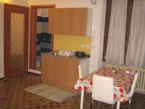 Cuisine ou kitchenette dans l'établissement Flat in Milan 3