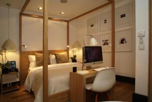 Cama ou camas em um quarto em Browns Downtown Hotel