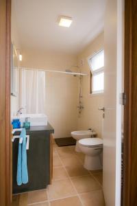A bathroom at Casa da Pedra