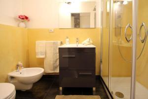 A bathroom at All'Operetta di Cagliari