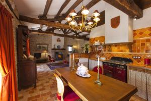 A kitchen or kitchenette at Le Gîte du Château de la Vérie