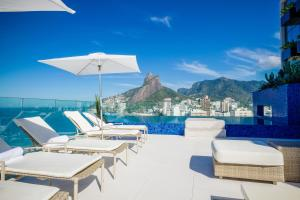 The swimming pool at or close to Praia Ipanema Hotel