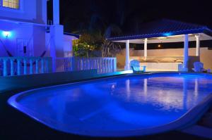 A piscina localizada em Adonai Hotel Boutique ou nos arredores