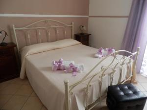 A bed or beds in a room at Attarin B&B