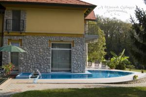 The swimming pool at or close to A Mecsek Gyöngye Apartmanhaz