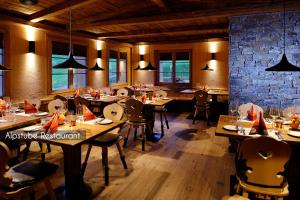A restaurant or other place to eat at Aspen Alpine Lifestyle Hotel