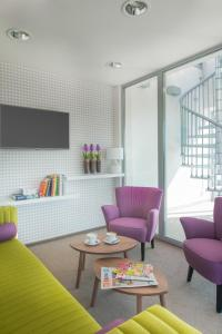 A seating area at Hotel Arkadia Jelcz-Laskowice