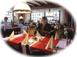 Ein Restaurant oder anderes Speiselokal in der Unterkunft Landhotel & Restaurant Westerwaldgrill