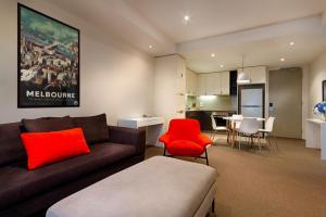 A seating area at Caroline Serviced Apartments Brighton