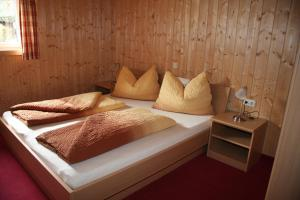 A bed or beds in a room at Haus Lutea