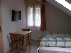 Ein Bett oder Betten in einem Zimmer der Unterkunft Gasthof Rössli
