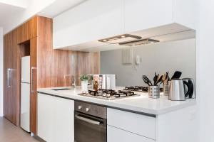 A kitchen or kitchenette at Complete Host Vogue Apartments