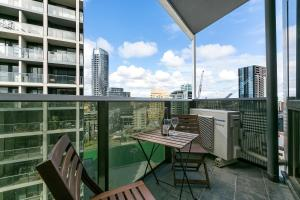 A balcony or terrace at Complete Host SEE Apartments