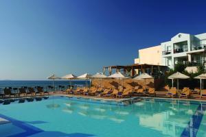 Erytha Hotel & Resort Chios tesisinde veya buraya yakın yüzme havuzu