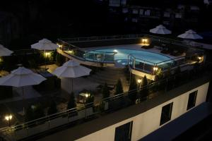 A view of the pool at Cosmopolitan Hotel & Wellness or nearby