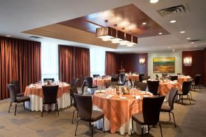 A restaurant or other place to eat at The Listel Hotel Vancouver