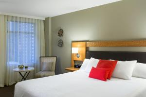 A bed or beds in a room at The Listel Hotel Vancouver