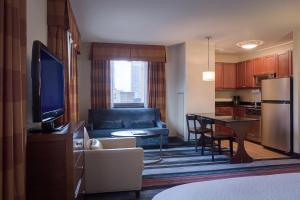A seating area at Residence Inn by Marriott New York Manhattan/Times Square