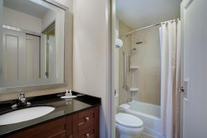 A bathroom at Residence Inn by Marriott New York Manhattan/Times Square