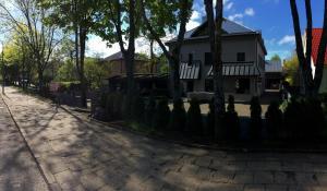 Pastatas, kuriame yra šie svečių namai