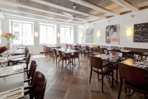 Ein Restaurant oder anderes Speiselokal in der Unterkunft Baseltor Hotel & Restaurant