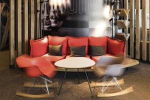 A seating area at Ibis Sofia Airport Hotel