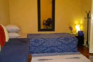 A room at Sydney Airport Executive Homestay