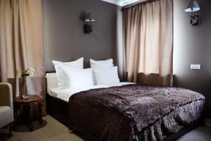 Кровать или кровати в номере Бутик Отель Красная Гора