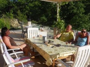 Restaurant ou autre lieu de restauration dans l'établissement Le Maribo