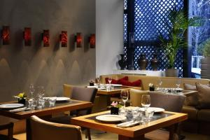 A restaurant or other place to eat at Milan Suite Hotel
