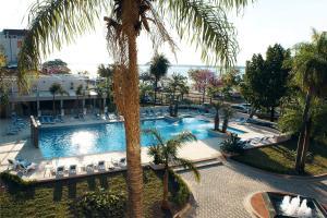 Una vista de la pileta en Turismo Hotel Casino o alrededores