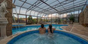 A piscina localizada em Pousada Spa Mirante da Colyna ou nos arredores