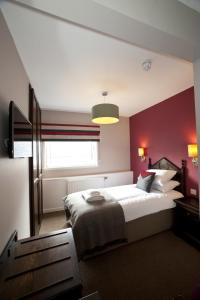A bed or beds in a room at The Crown Inn