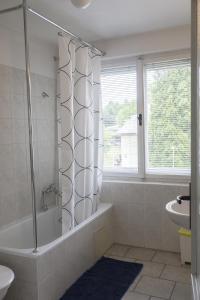 Ein Badezimmer in der Unterkunft A1FLATS