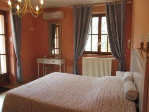 A bed or beds in a room at Gite Chez Jean