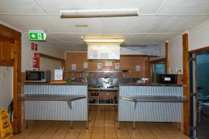 A kitchen or kitchenette at Brisbane Manor