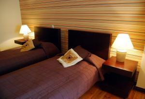 Łóżko lub łóżka w pokoju w obiekcie Home & Travel