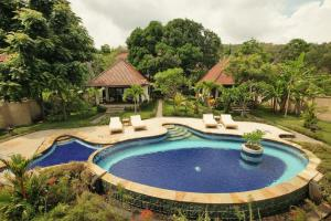A view of the pool at Bali Dream House or nearby