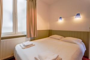 A bed or beds in a room at Residentie Sweetnest