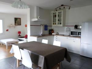 A kitchen or kitchenette at L'Esquerade
