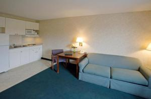 A seating area at America's Best Value Inn and Suites Albemarle