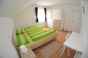 Postel nebo postele na pokoji v ubytování Apartments Žugec