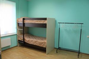 Двухъярусная кровать или двухъярусные кровати в номере Хостел Сова