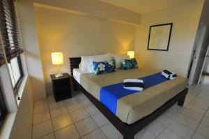 A bed or beds in a room at Oasis Palms