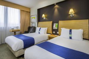 A bed or beds in a room at Holiday Inn - Glasgow Airport, an IHG Hotel