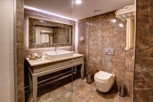 Un baño de Suhan360 Hotel & Spa