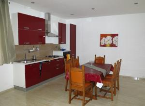 A kitchen or kitchenette at Apartments RotiRoti