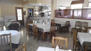 A restaurant or other place to eat at Ponterroxan