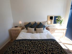A bed or beds in a room at Stay Deansgate Apartments for 14 nights plus