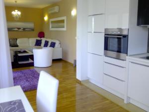 A kitchen or kitchenette at Villa Jelena